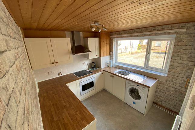 2 bed flat to rent in Brunswick Gardens, Halifax HX1