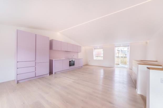 Thumbnail Flat to rent in Charterhouse Street, London