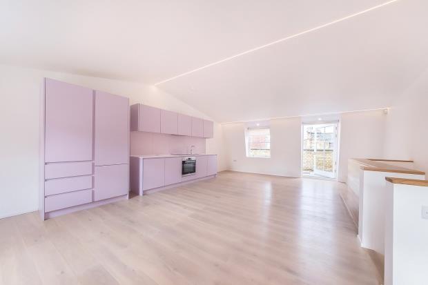 Thumbnail Flat to rent in Charterhouse Street, London