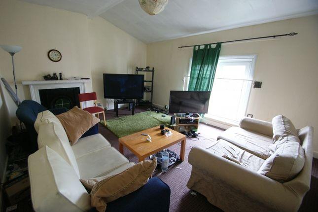 Thumbnail Flat to rent in Flat 7, St Johns Terrace, Hyde Park, Leeds