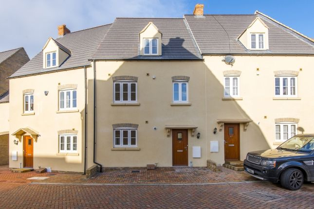 Thumbnail Town house to rent in Buttercross Lane, Witney