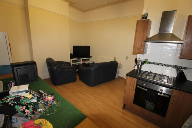 1 bed flat to rent in Richmond Road, Roath, Cardiff