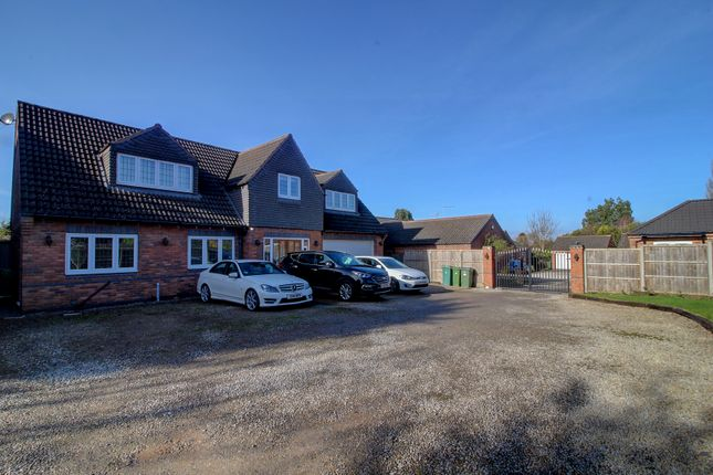 Thumbnail Detached house for sale in Hortons Close, Glen Parva, Leicester