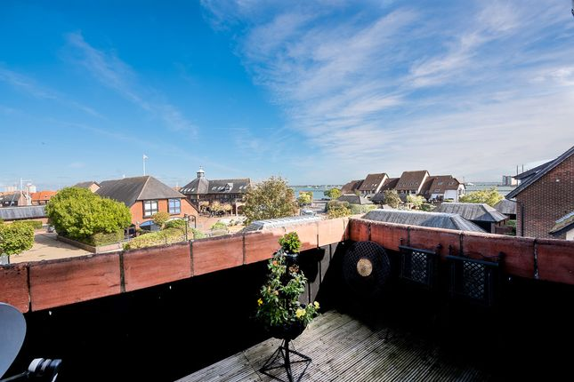 Thumbnail Flat for sale in Endeavour Way, Hythe, Southampton