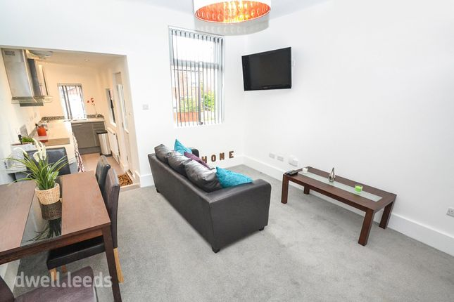 Thumbnail Room to rent in Landseer Terrace, Bramley, Leeds