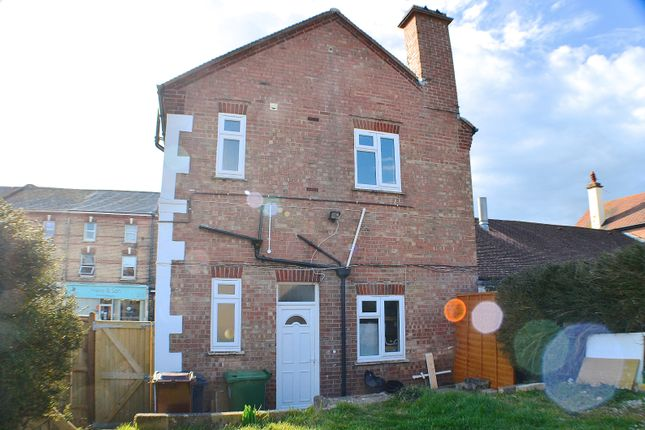 2 bed flat to rent in High Street, Polegate BN26