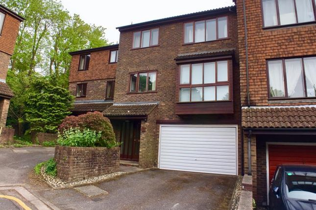 Thumbnail Property to rent in Ashbourne Square, Northwood