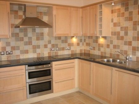 2 bedroom flat to rent in Alcantara Crescent, Ocean Village, Southampton