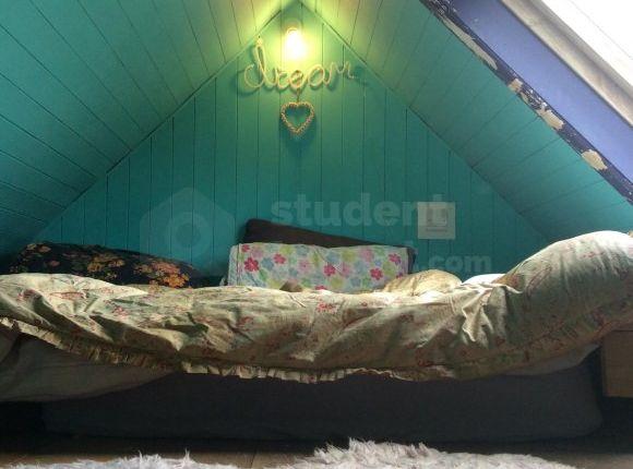 Thumbnail Room to rent in Brooklands Close, Farnham, Surrey