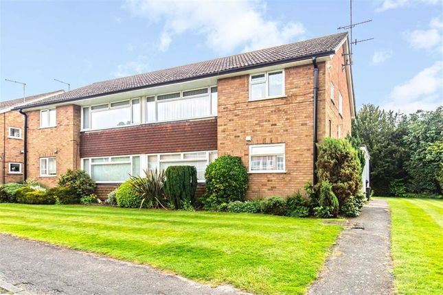Thumbnail Maisonette to rent in Master Close, Oxted, Surrey
