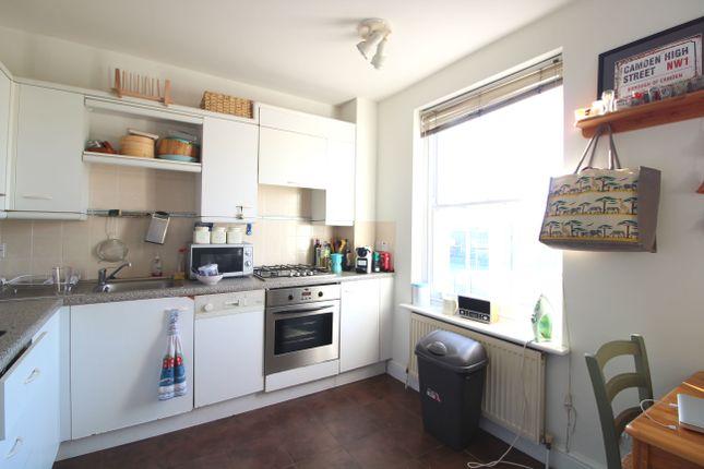 Flat to rent in Castlehaven Road, Camden Town