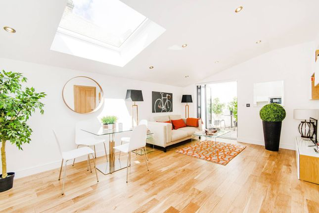 Thumbnail Flat for sale in Pottery Mews, Fulham