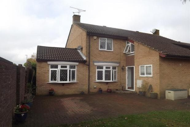 3 bed end terrace house to rent in Wesley Close, Crawley RH11