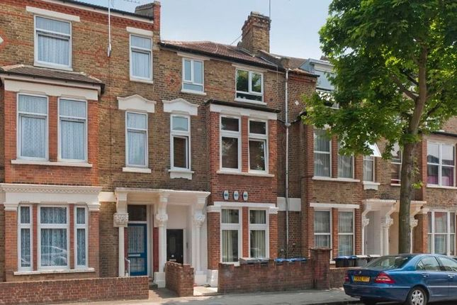 3 bed flat to rent in Charteris Road, Kilburn, London