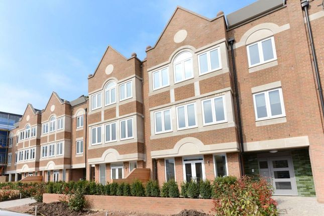 Thumbnail Flat to rent in Ealing Green, Ealing