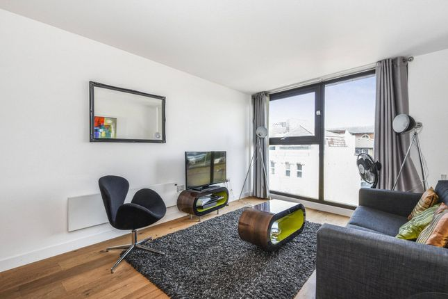 Thumbnail Property to rent in Topham Street, London