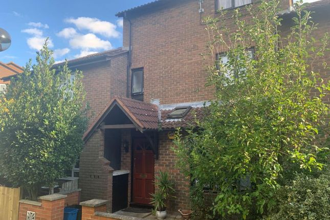 4 bed terraced house to rent in Starling Walk, Hampton TW12