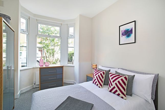 Thumbnail Shared accommodation to rent in Brighton Grove, Hyde