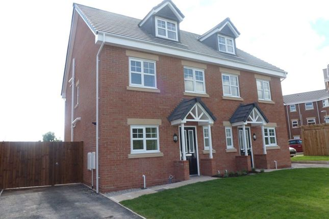 Thumbnail Property to rent in Bryn Coch, Wrexham