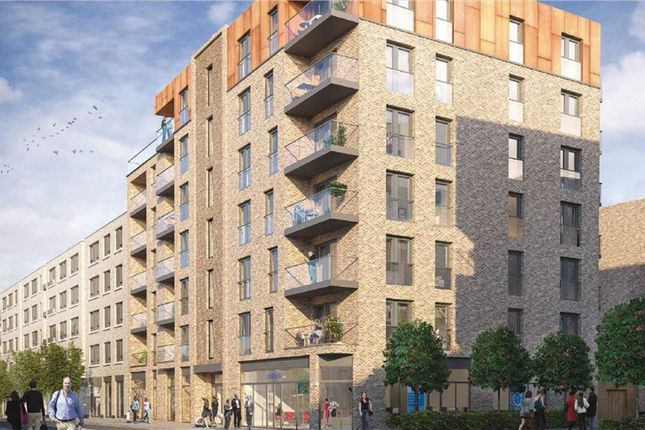 Thumbnail Flat for sale in Mariners Place, Surrey Quays, London