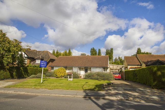 Thumbnail Detached bungalow for sale in Purfleet Road, Aveley, South Ockendon