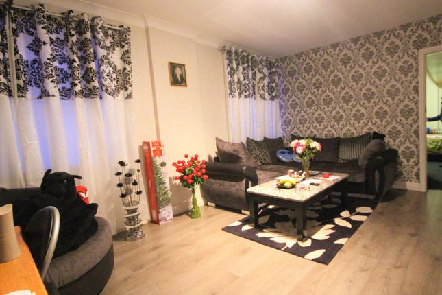 2 bed flat to rent in Spring Close Street, Leeds, West Yorkshire