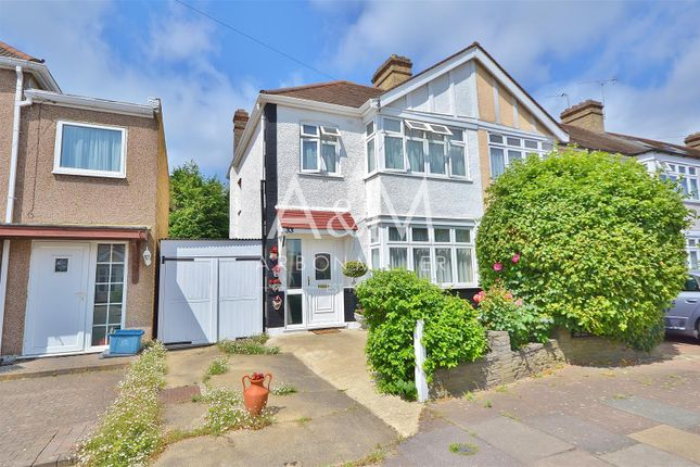 Thumbnail Town house for sale in Heybridge Drive, Ilford