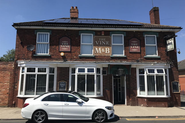 Thumbnail Pub/bar for sale in Dartmouth Street, West Bromwich