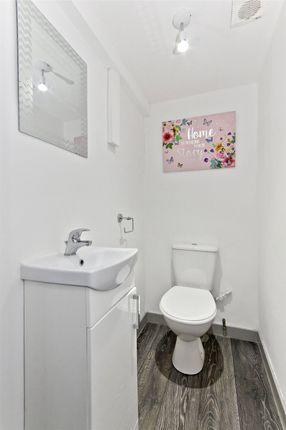 Bathroom of Watson Crescent, Polwarth, Edinburgh EH11