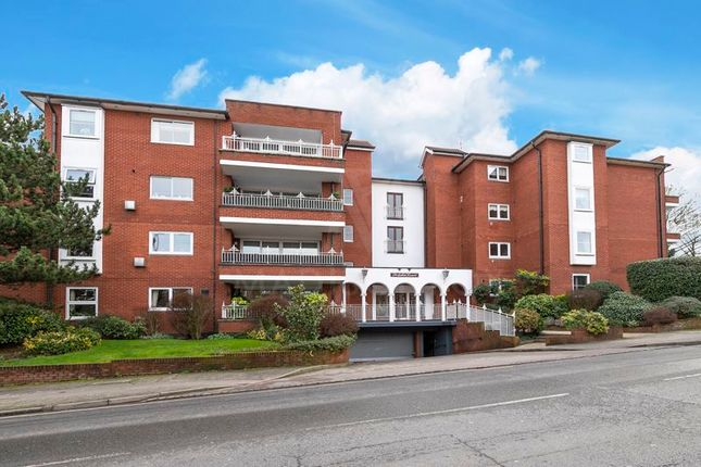 Thumbnail Flat for sale in High Road, Chigwell