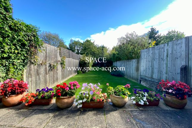 Garden View of Long Lane, Finchley, London N3