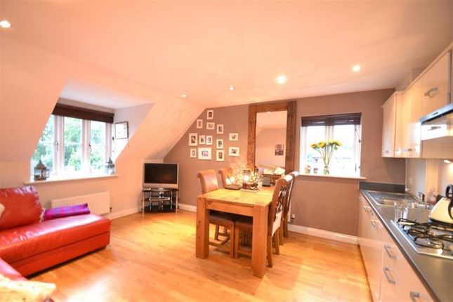 2 bed flat to rent in Pullman Place, Merstham, Surrey RH1