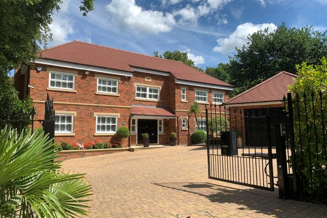 Thumbnail Detached house to rent in Fulmer Drive, Gerrards Cross, Buckinghamshire