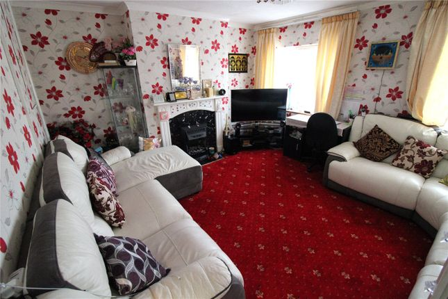 Maisonette to rent in St Peters Road, Uxbridge, Middlesex