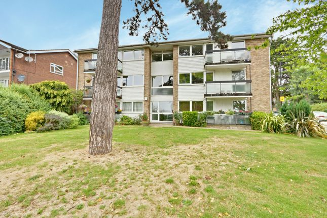 Thumbnail Flat for sale in Lucerne Close, Palmers Green