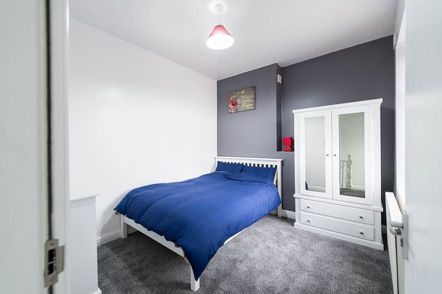 Thumbnail Shared accommodation to rent in Road, Widnes, Cheshire