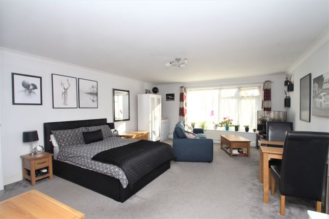 Studio to rent in Wallace Avenue, Worthing BN11
