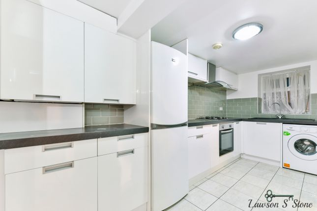 2 bed flat to rent in Parkfield Road, London SE14