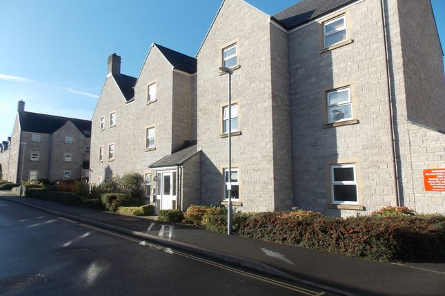 2 bed flat to rent in Clifford Drive, Paulton BS39