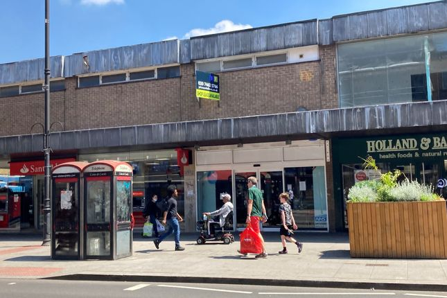 Retail premises to let in High Road, London