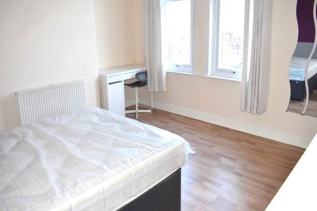 Thumbnail Room to rent in Barton Grove, Beeston, Leeds