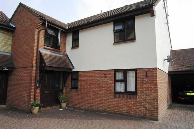Thumbnail Flat to rent in Wood Green, Basildon, Essex