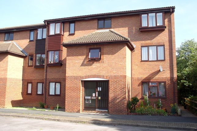 Thumbnail Flat to rent in Quincy Road, Egham