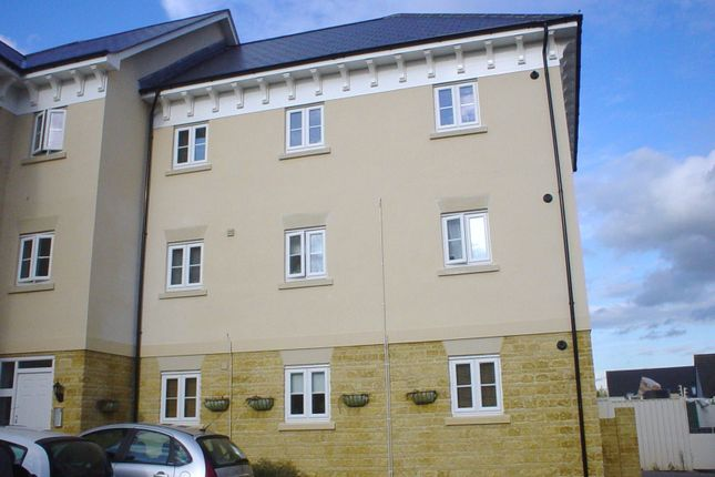 Thumbnail Flat to rent in Ashcombe Crescent, Witney
