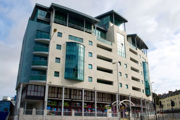 1 bed flat to rent in The Crescent, Plymouth