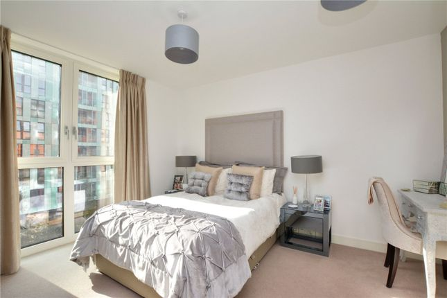 Picture No. 03 of Lariat Apartments, 36 Cable Walk, Greenwich, London SE10