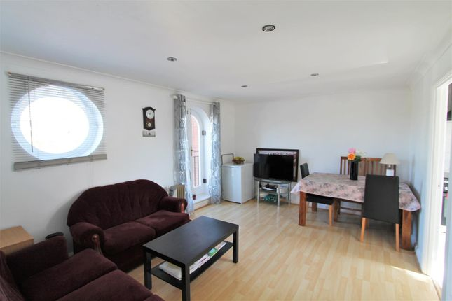 Thumbnail Flat for sale in Walsingham Close, Hatfield