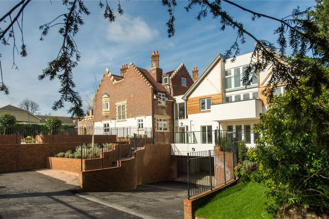 Thumbnail Flat for sale in Scholars Place, South Park Drive, Gerrards Cross, Buckinghamshire