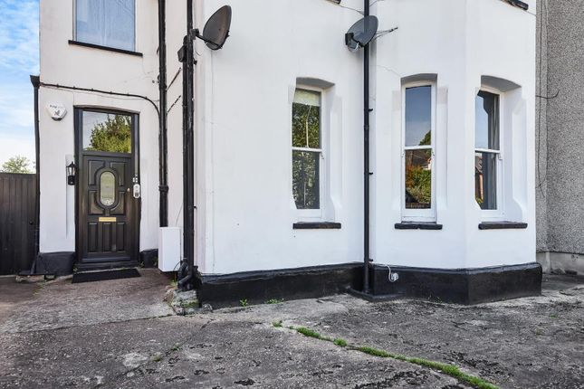 Thumbnail Flat to rent in Northwood, Greater London