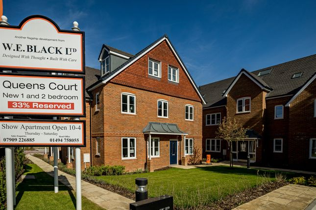 Thumbnail Flat for sale in Amersham Road, Hazlemere, High Wycombe